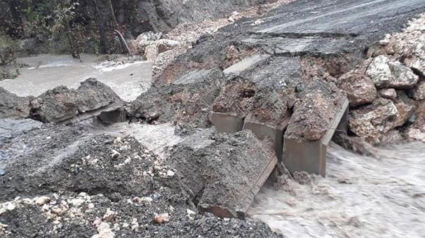 Mersin'de yağış nedeniyle köprü çöktü
