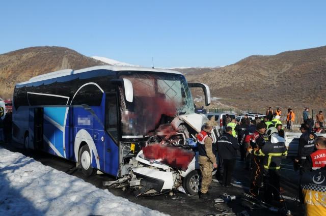 Bingöl'de feci kaza: Çok sayıda ölü ve yaralı var