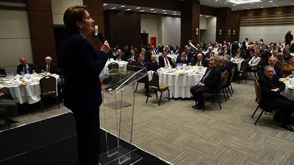 Akşener'den 300 siyasetçiyle ''istişare'' yemeği