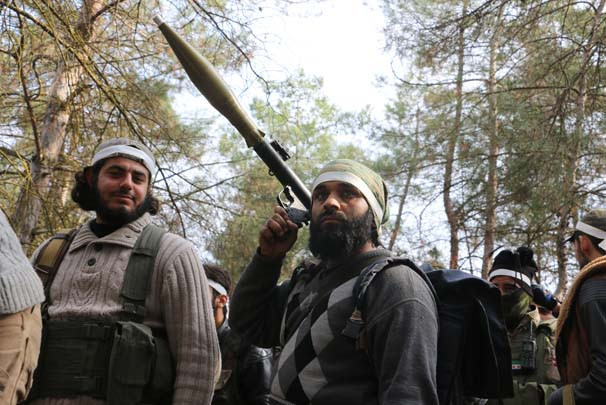 Afrin'de ele geçirilen köyden ilginç görüntü