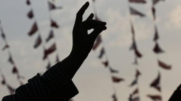 AK Partili eski vekilin ''bozkurt işareti'' iddiası ortalığı karıştırdı
