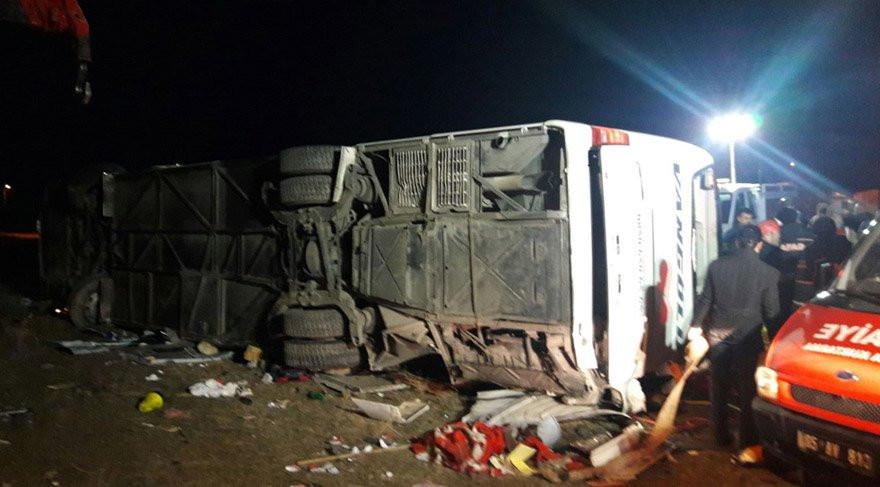 Korkunç kaza; otobüs devrildi ! Ölü ve yaralılar var