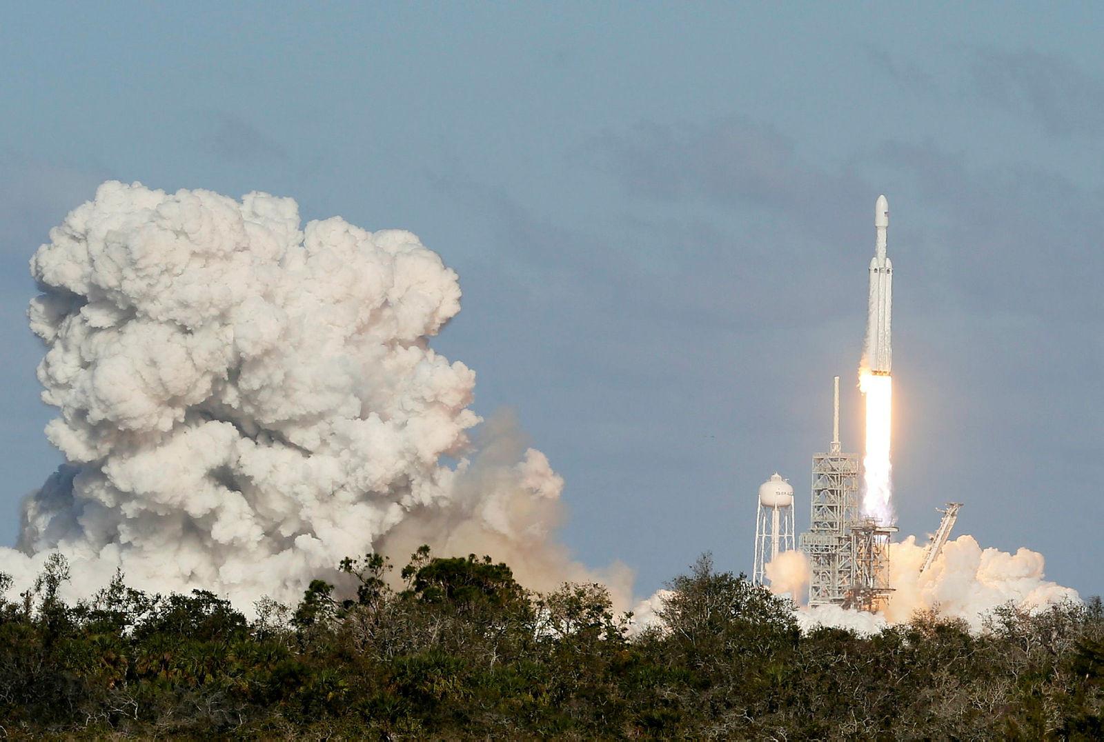 SpaceX'in Falcon Heavy roketi fırlatıldı - Resim: 4