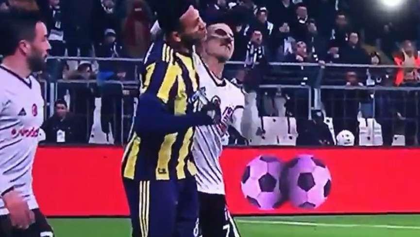 Beşiktaş Fenerbahçe derbisinde saha karıştı !