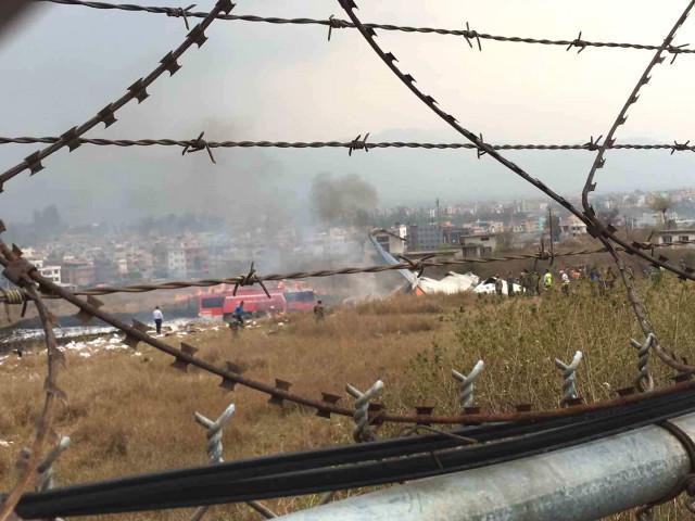 Nepal'de yolcu uçağı düştü ! Çok sayıda ölü var