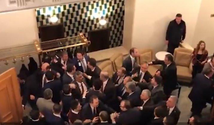 Meclis'te CHP ve MHP'li vekiller birbirine girdi
