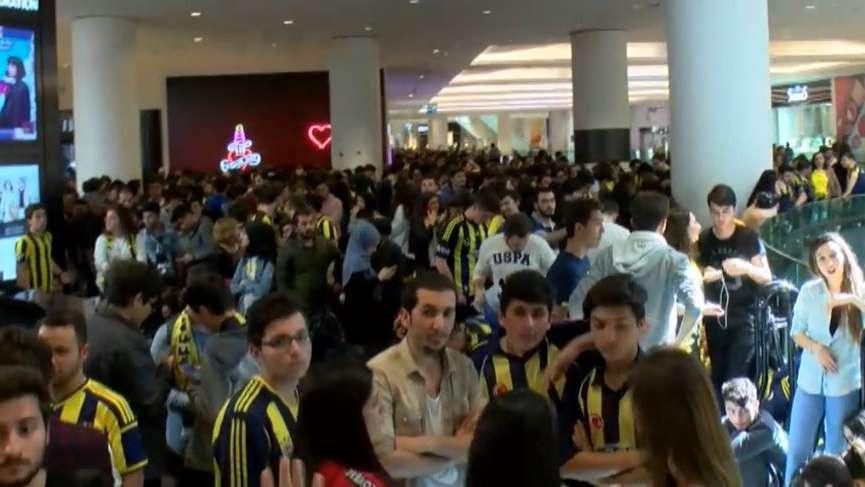 Fenerbahçe taraftarlarından Alex izdihamı !