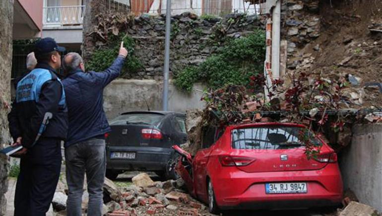 Beşiktaş'ta istinat duvarı çöktü !