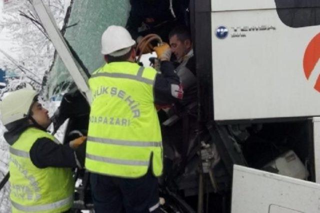 2 yolcu otobüsü çarpıştı: Çok sayıda yaralı var