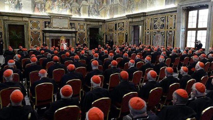 Vatikan'ı karıştıran ''eşcinsel papaz'' olayı !
