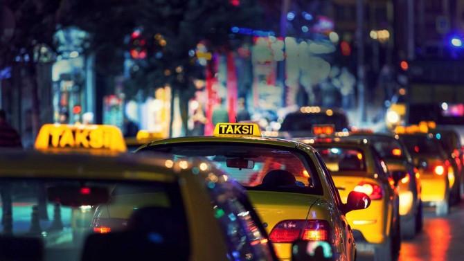 Taksiciler Uber çağırıp şoförü dövdü !