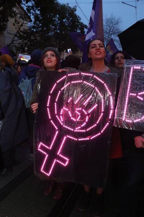 İstiklal'de büyük yürüyüş... Kadınlar tek yürek