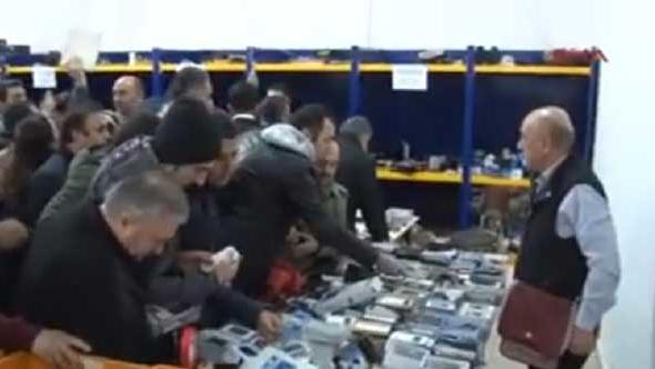10 liraya akıllı telefon ! İstanbul'da izdiham yaşandı...