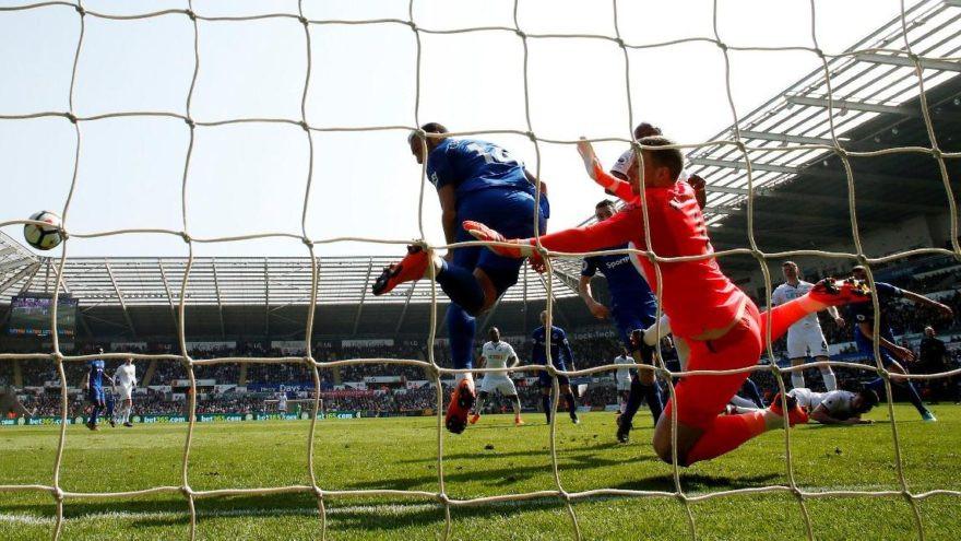 Cenk Tosun bu kez gol atmadı, kurtardı !