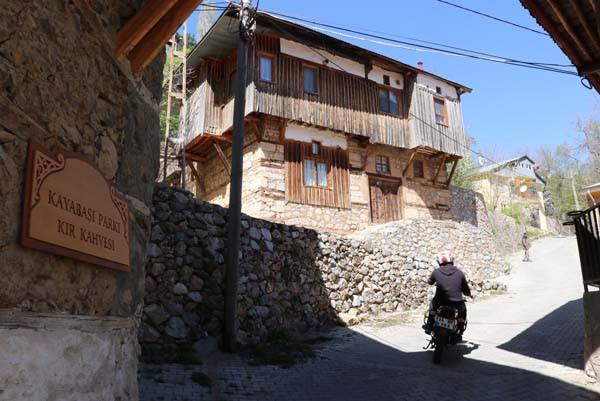 ''O köy'' turist akınına uğruyor