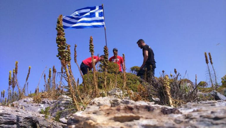 Ege'de bayrak krizi ! Yunanistan'dan ilk açıklama geldi