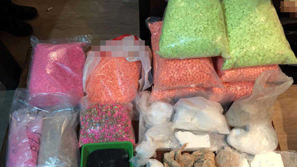 Binlerce uyuşturucu hap ele geçirildi