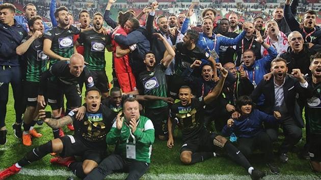 Akhisarspor kupayı aldı, Trabzonspor yıkıldı !