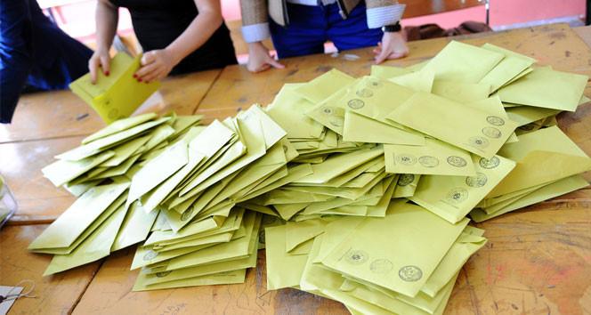 KHK'yla atılan devlet memurları oy kullanabilecek mi ?