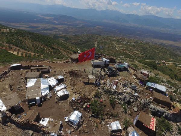 9 şehit verilen tepeye 9 Türk bayrağı