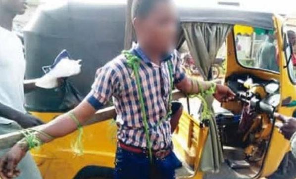 Okula geç kalan öğrencileri çarmıha gerip kırbaçladılar