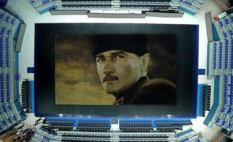 Fenerbahçe'den dev Atatürk portresi