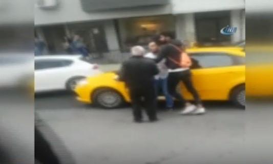 Taksi şoförü, polise küfür edip üzerine yürüdü