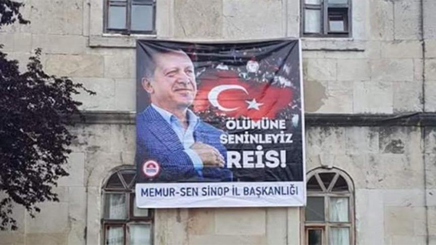 Öğretmenevine ''Ölümüne Seninleyiz Reis'' afişi