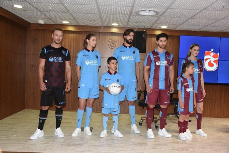 Trabzonspor'da yeni sezon formaları tanıtıldı !