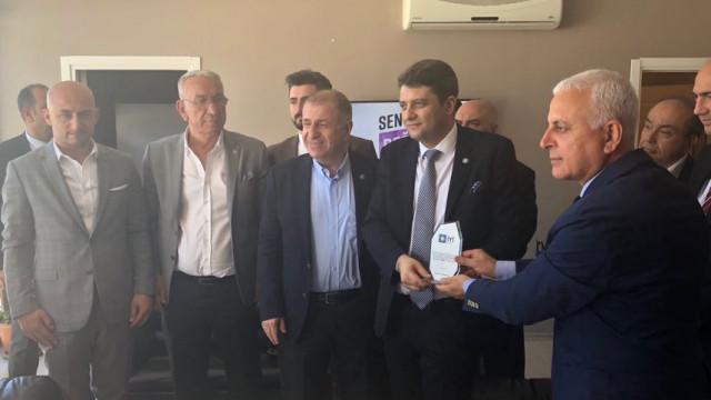 Ümit Özdağ'dan TELE 1 TV'ye 2018 Seçimleri Basın Özgürlüğü Ödülü
