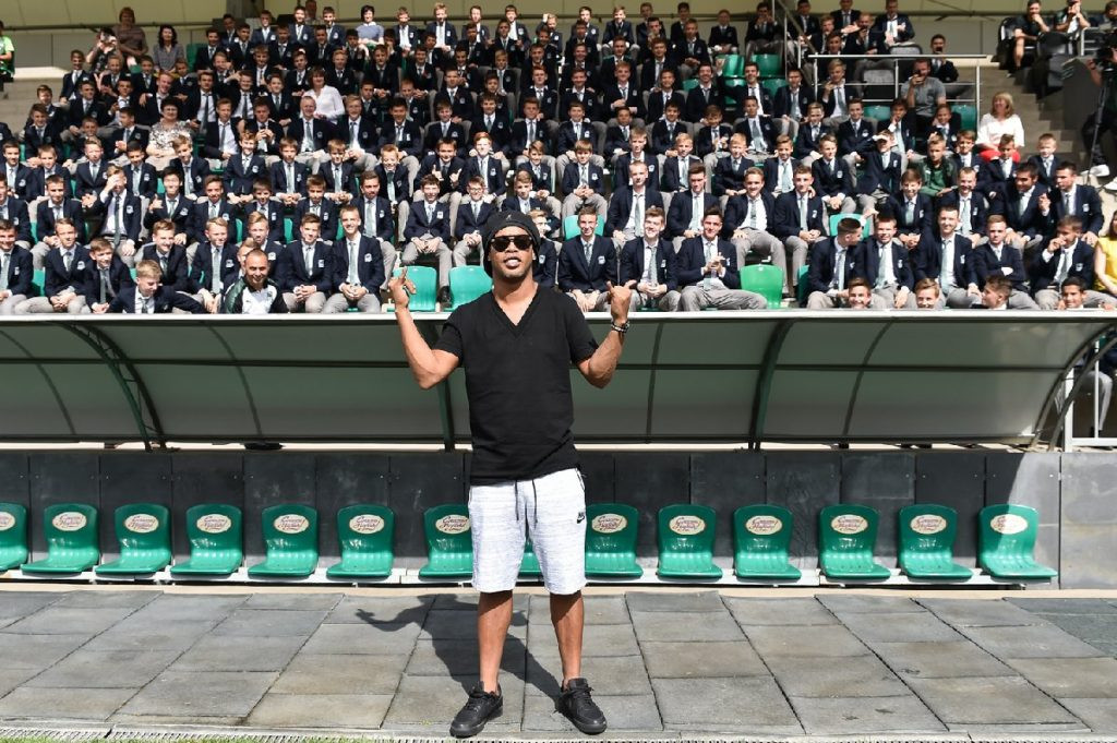 Ronaldinho Türk yapımı stadı ziyaret etti !