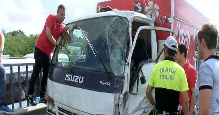 İstanbul'da E-5'i kilitleyen kaza