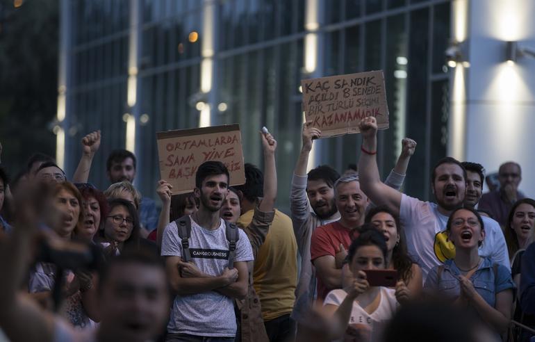 CHP önündeki eyleme katılım artıyor !