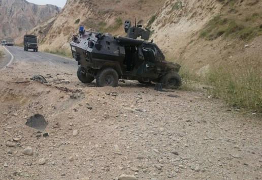 Askeri araç şarampole yuvarlandı, çok sayıda yaralı var !