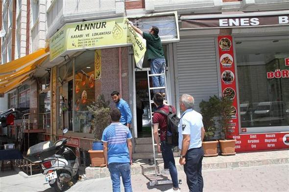 İstanbul'da tabelalar tek tek söküldü