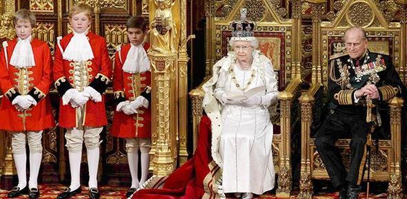 İngiltere'de kraliçenin seks hikayeleri ortaya çıktı