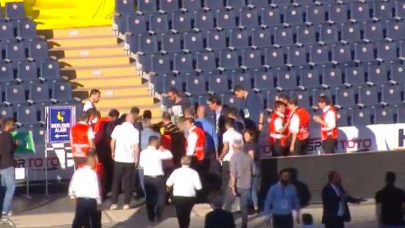 Fenerbahçe kongresinde talihsiz kaza !