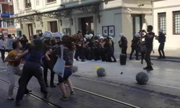 Kadıköy'de liselilere polisten sert müdahale: 30 gözaltı