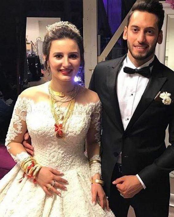 Hakan Çalhanoğlu boşanıyor mu ?