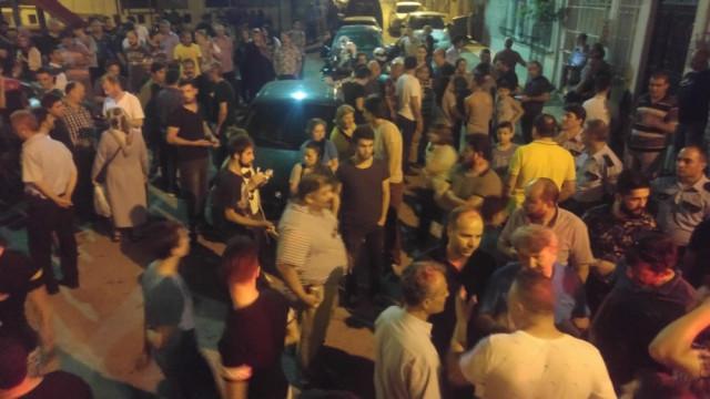 Suriyeliler ellerinde palayla kıraathane bastı