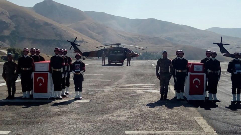 PKK'nın şehit ettiği anne ve bebeğine askeri tören