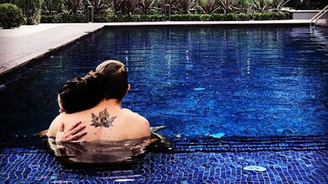 Havuzda aşka geldiler