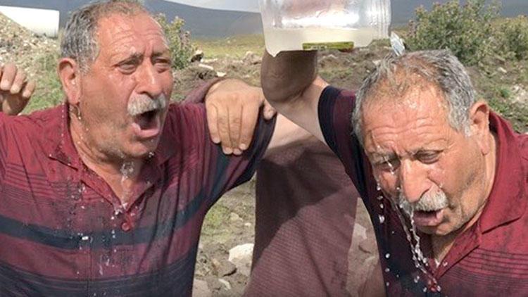 Su bulan köylüler sevinçten kendinden geçti