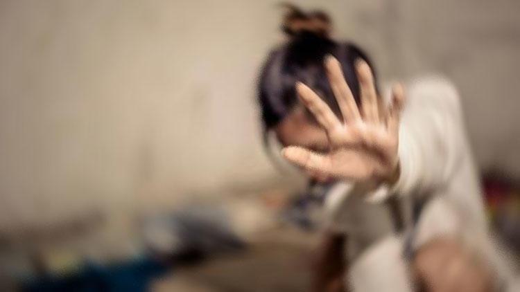 Karaköy'de genç kıza inanılmaz taciz ! Üzerine atlayıp...