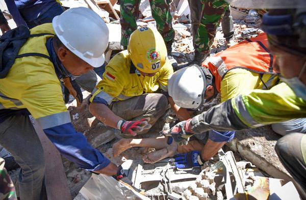 Depremden 2 gün sonra sağ kurtarıldı
