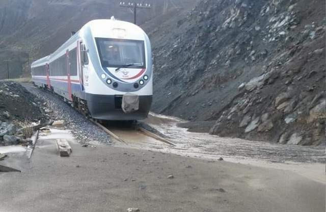 Erzincan-Sivas Demiryolu'nda heyelan