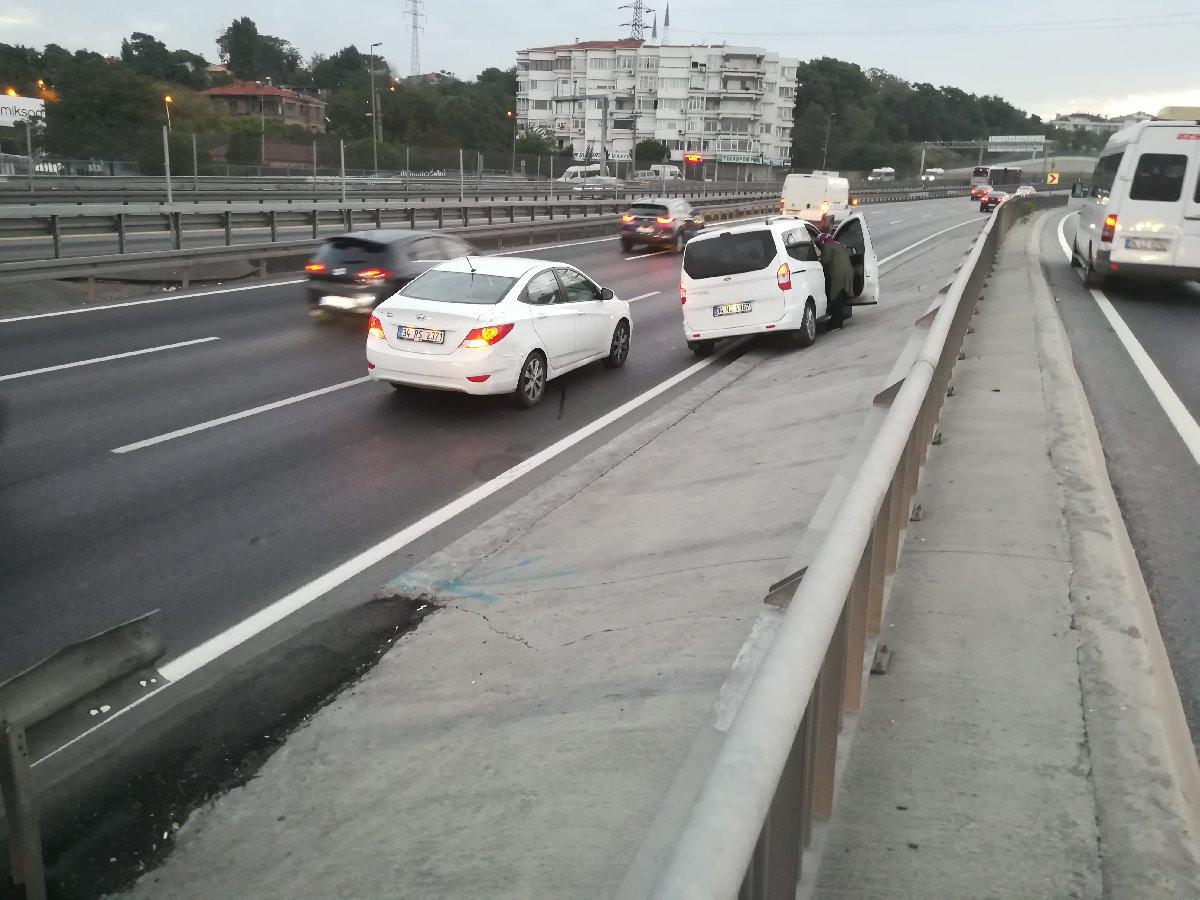 İstanbul'da çevreyolunu kilitleyen kaza; trafik düğüm oldu