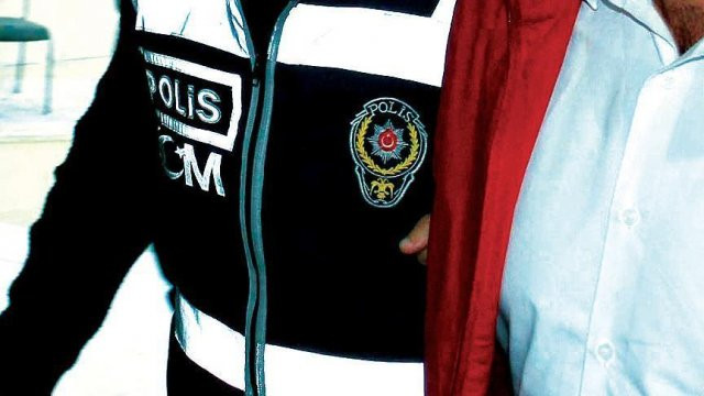 FETÖ'nün 40 koli belgesi kargoda yakalandı