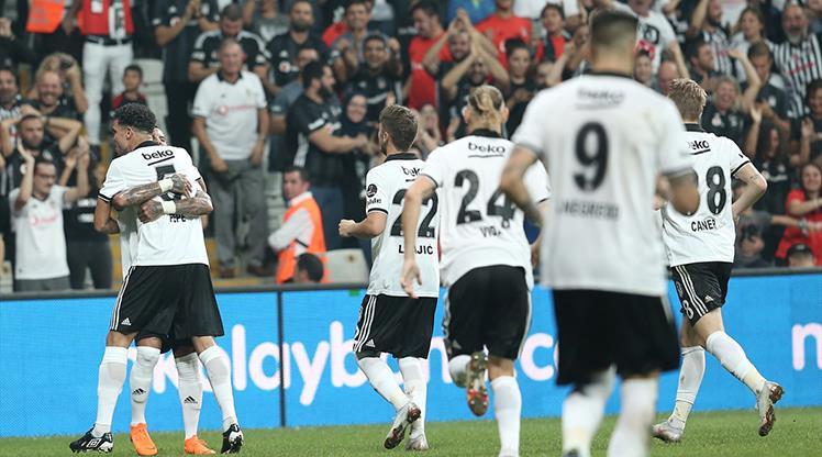 Beşiktaş 10 kişiyle 3 puanı kaptı !