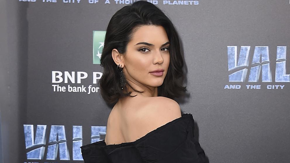 Kendall Jenner'dan çıplak poz
